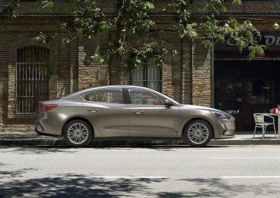 Ford-Focus_Sedan-2019-1024-06