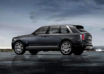 Rolls-Royce-Cullinan-2019-1024-0a